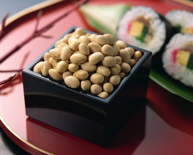 Easy roasted soy bean recipe for celebrating Japanese Setsubun (February 3rd), the beginning of spring. On this day, it is also ceremonious to toss roasted soybeans outside the home for good luck. by Judy Ung for About.com