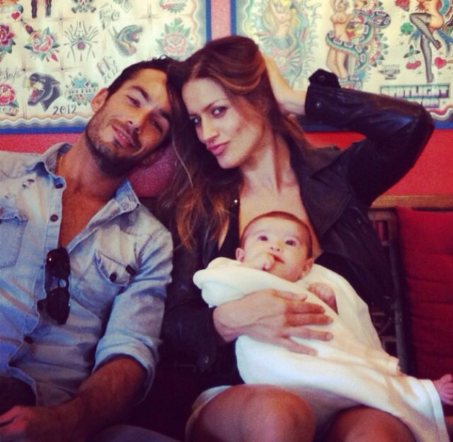 Aaron Diaz and Lola Ponce with baby Erin!  8a79cc3c6ca4