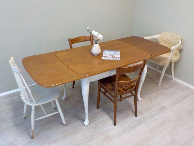 Frisch aus der Werkstatt:  beidseitig ausziehbarer Jugendstil Esstisch mit geschwungenen Beinen.  Das Gestell ist Cremeweiß lackiert, die Tischplatte in TeakGold gebeizt... #AusziehbarerEsstisch #AusziehbarerTisch #ShabbyChic #ShabbyChicTisch #RetrosalonKöln #Retrosalon #Vintagemöbel #vintagefurniture #vintage #Upcycling #interiordesign #interior #Inneneinrichtung #Einrichtung #Inneneinrichter #Köln