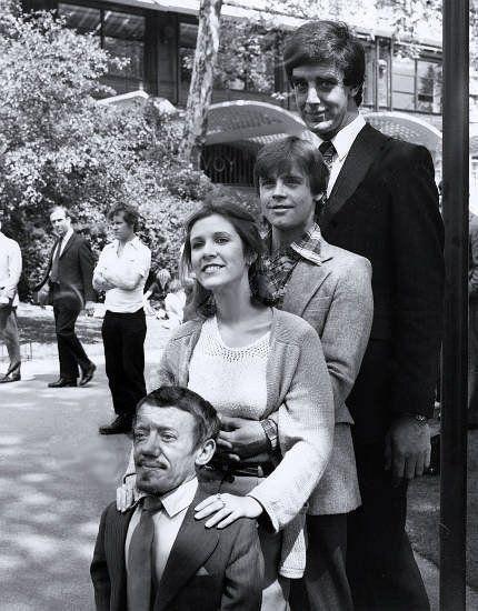 К.Бейкер (R2-D2), К.Фишер (принцесса Лея), М.Хэмилл (Скайуокер), П.Мэйхью (Чубакка) - актеры «Звездных войн».