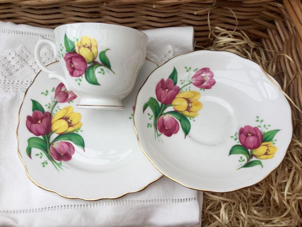 ROYAL VALE 1950s BONE CHINA TRIO CUP SAUCER PLATE SET PINK YELLOW TULIPS ENGLAND & ROYAL VALE 1950s BONE CHINA TRIO CUP SAUCER PLATE SET PINK YELLOW ...