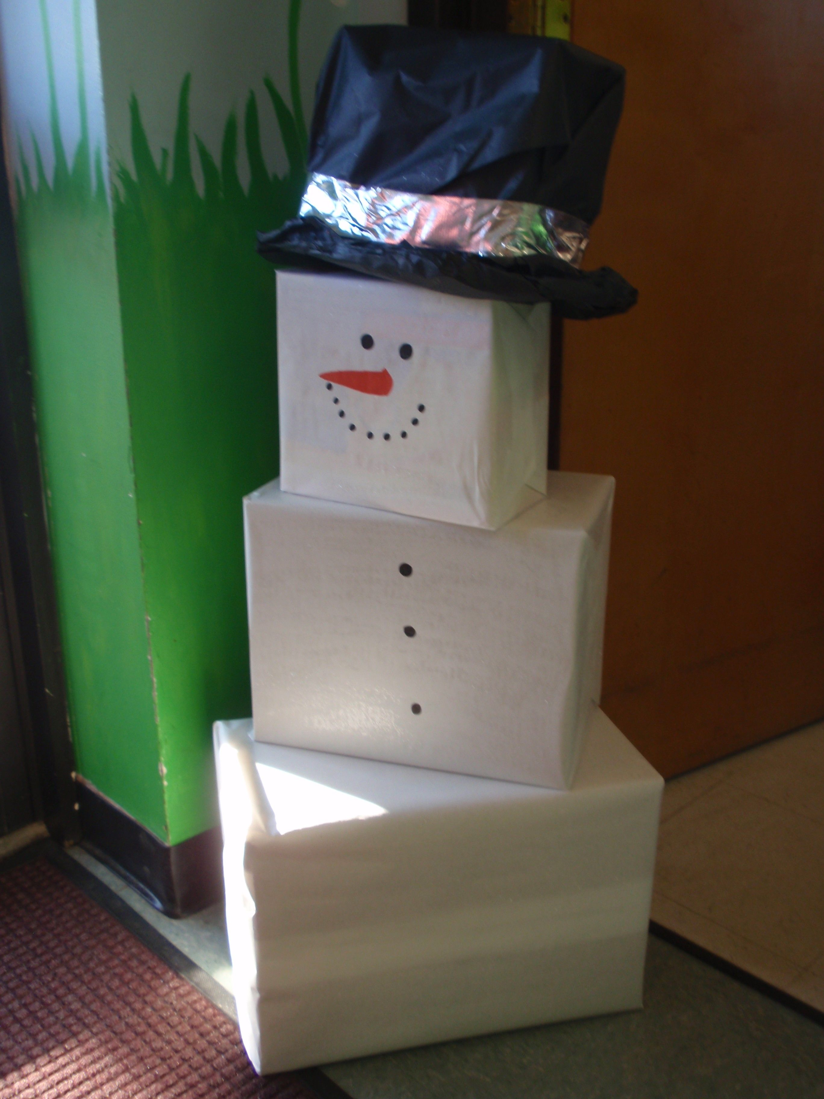 DIY Snowman Holiday Decor Made w/ boxes and wrapping