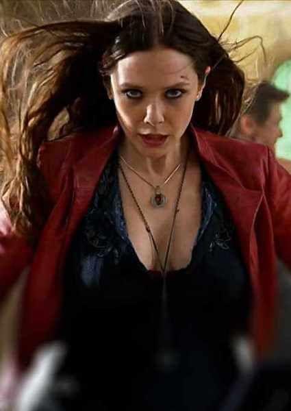 Elizabeth Olsen Avengers Elizabeth Olsen Makes Her Debut As A Superhero In The Avengers Ag Elizabeth Olsen Scarlet Witch Scarlet Witch Scarlet Witch Cosplay