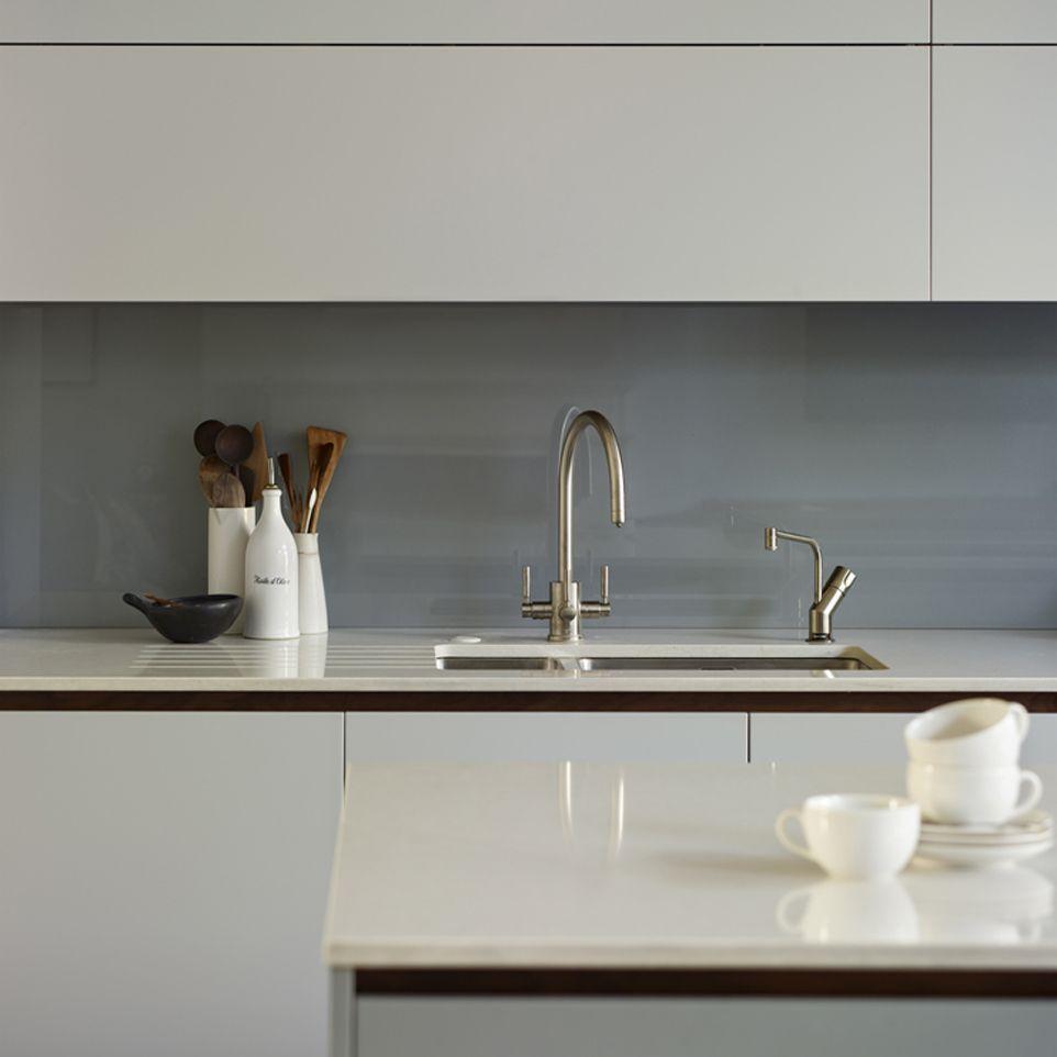 Matte Laquer Finish Contemporary Kitchen Kitchen Splashback