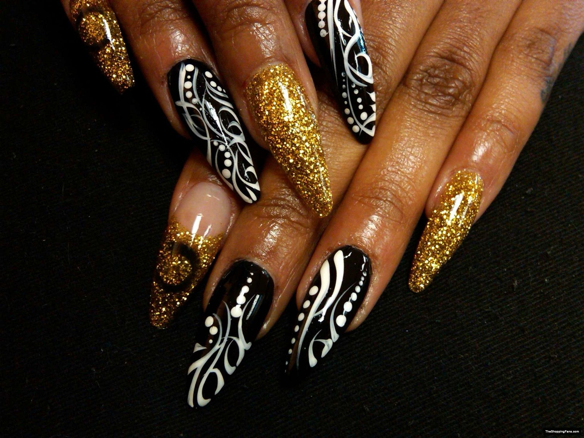 Blackwhite Gold Stiletto Nail Art