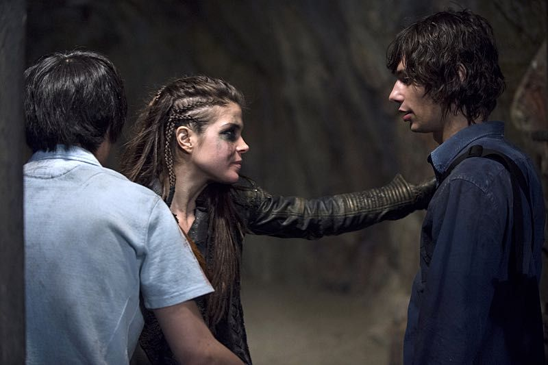 """THE 100 CW 2x16 """"Blood Must Have Blood Part Two"""" #The100 Devon Bostick, Marie Avgeropoulos, Christopher Larkin - Jasper Jordan, Octavia Blake, Monty Green - another reunion for Jasper/Octavia shippers - tho I must admit, seeing her in her panda bear do, he looks like he feels he dodged the bullet there! ><"""