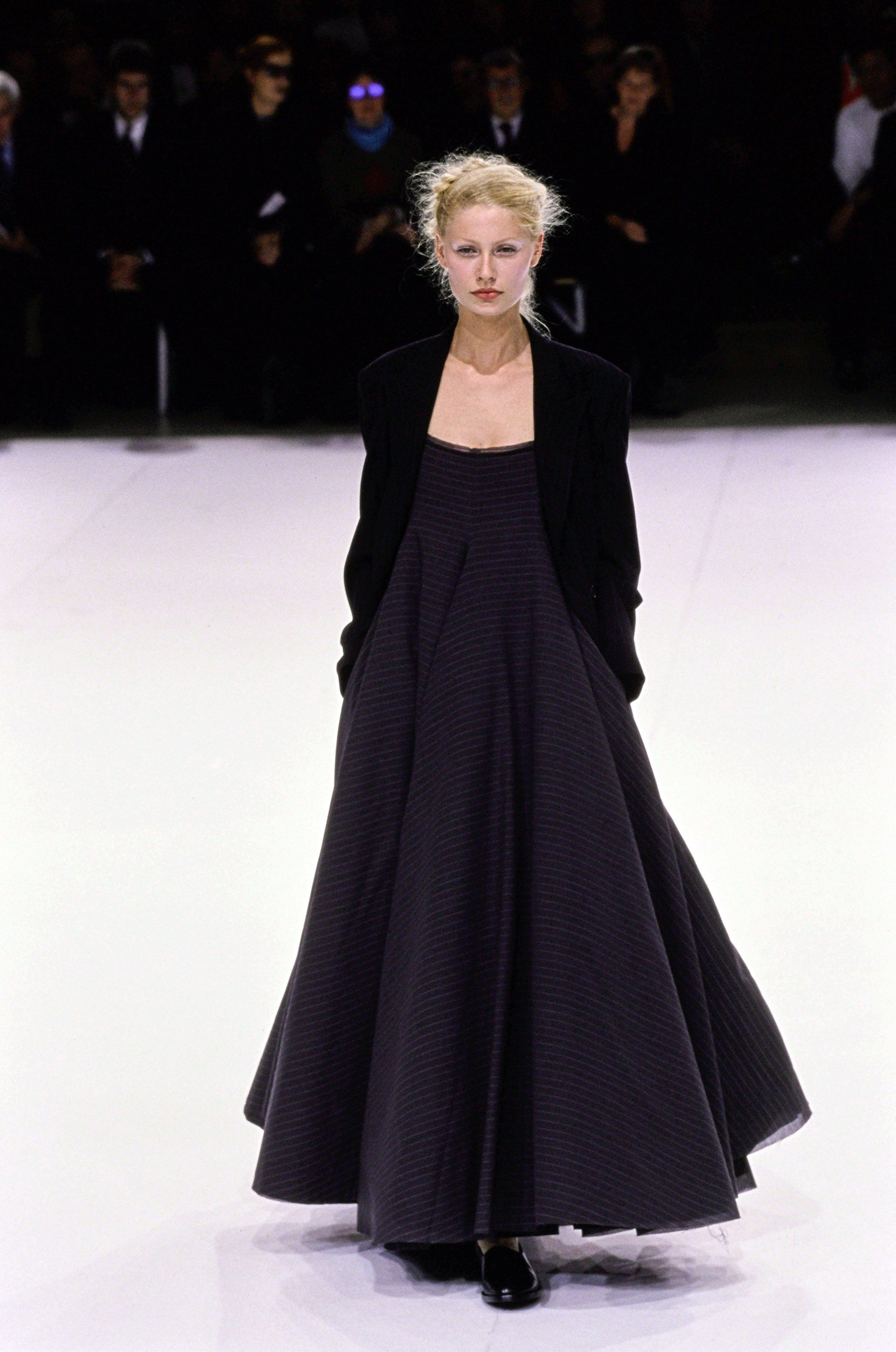 Yohji Yamamoto Spring 1999 Ready-to-Wear Fashion Show - Kirsty Hume