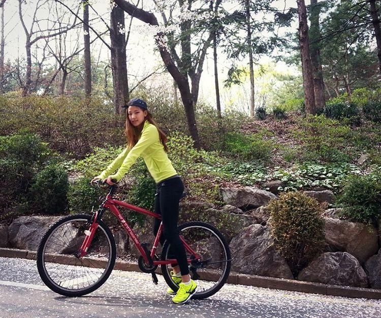 #mizuno #mizunokr # 벚꽃 흩날린ㄷㅏ - 자전거는 운동용으로만... 여기저기 타고다니다 넘어졌더니 온 다리에 멍자국 #안사길 #잘했또