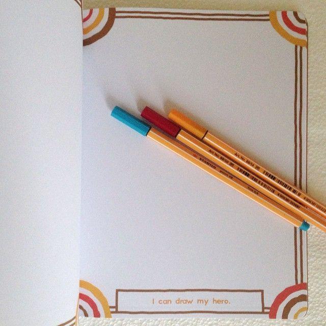 O caderno My Artwork, traz sugestões para você desenhar e ainda está com desconto! Estão vamos desenhar o nosso herói?! - Loja Finé - www.lojafine.com