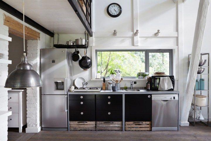 Viejo pajar convertido en casita de vacaciones Interiors and Kitchens