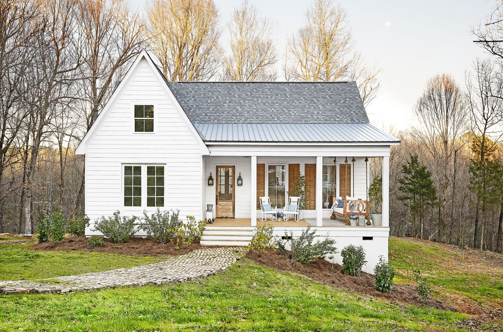 Inside A Mississippi Farmhouse That Fits A Family Of 6 Cottage House Exterior Modern Farmhouse Exterior Small Farmhouse Plans