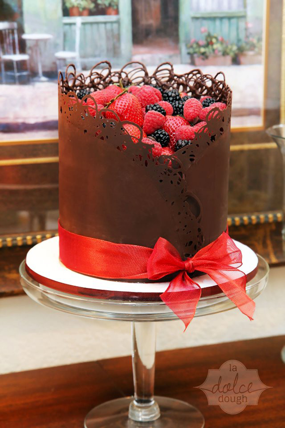 Yummy Picture Of Chocolate Cake Filled With Berries Rockin Sugar