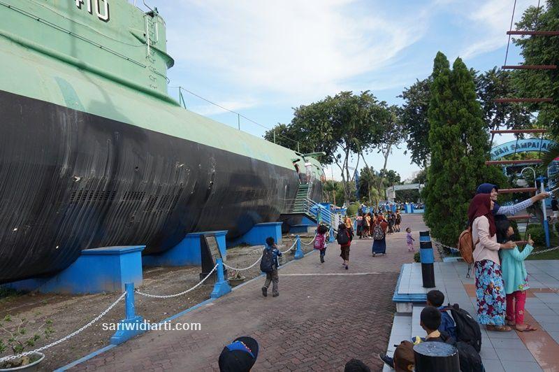 monumen kapal selam surabaya