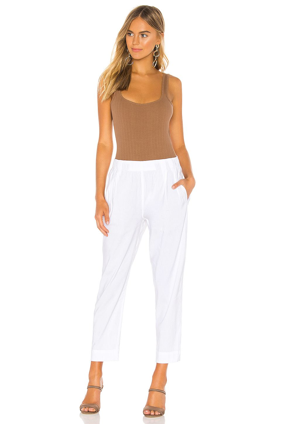 Vince Tapered Pull On Pant in Optic White