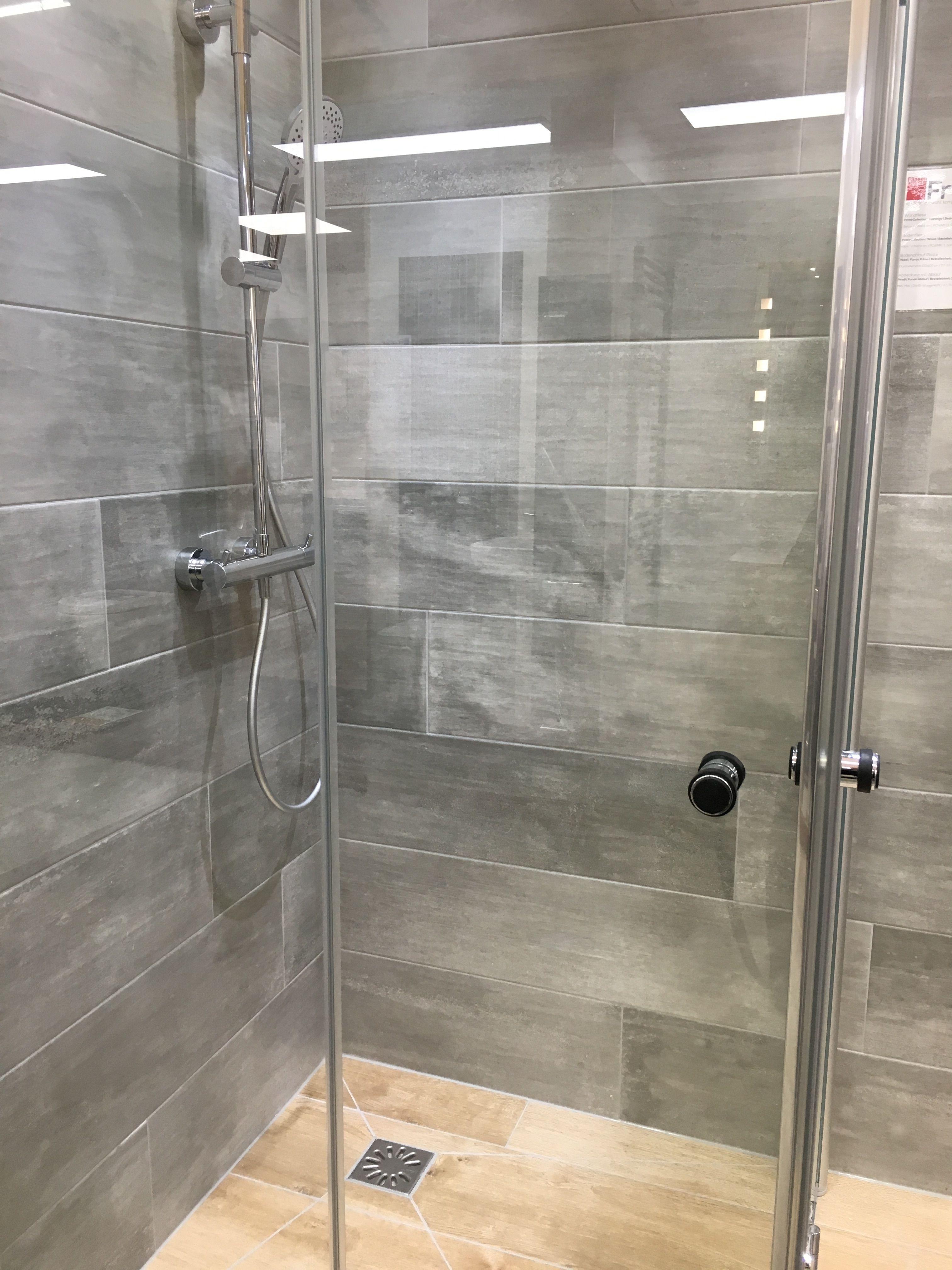 Neue Duschkabine in unserer Ausstellung Wandfliesen