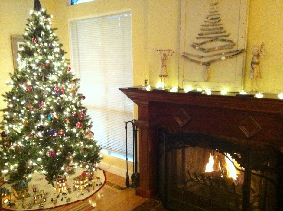 Living Room Coastal Christmas Living Room With Yellow Wall Also Fireplace And Go Christmas Living Rooms Living Room Design Brown Traditional Fireplace Mantel