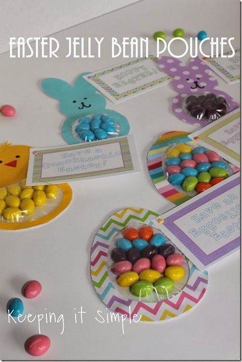 Easy Easter Treat Idea: Easter Jelly Bean Candy Pouches with free printable #Easter #spring #treats #freeprintable #keepingitsimple