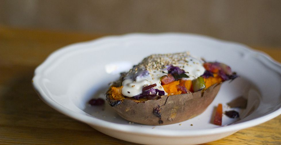 Baked Sweet Potato with vegetable topping and a vegan/paleo béchamel - Chef Svenja Trierscheid