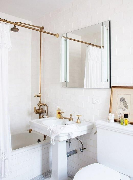 6 Small Bathrooms With Big Style All White Bathroom Bathroom Inspiration Nyc Apartment
