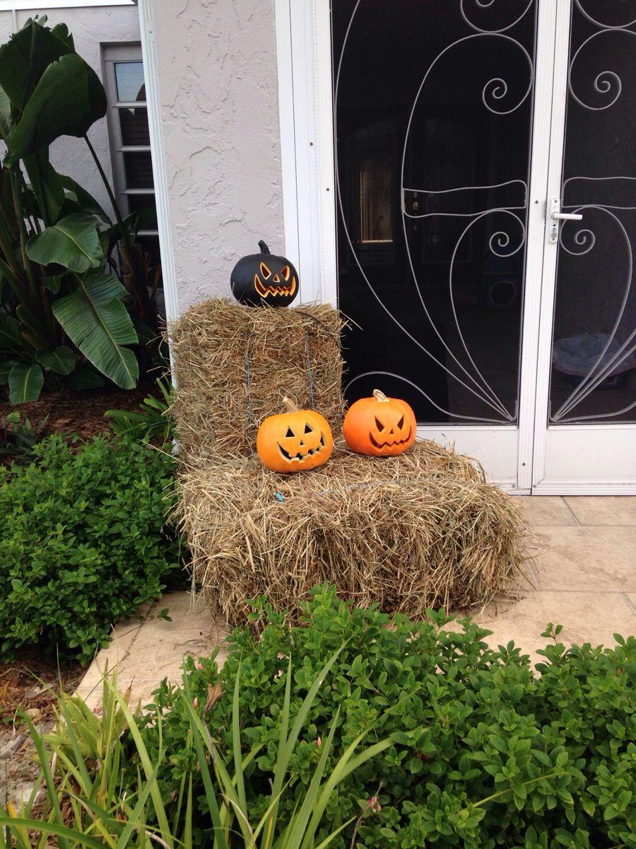 Front door hay bales & jacks!