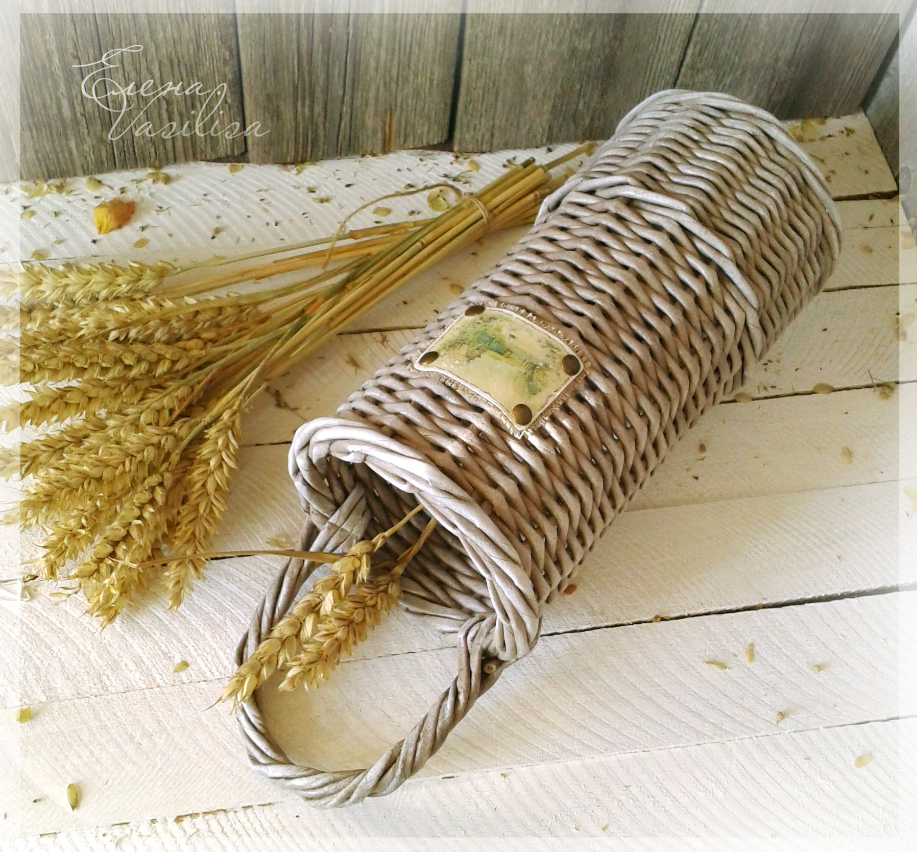paper weaving Paper weaving is a craft in which thin strips or sheets of paper are woven together to create textured, durable, and colorful new creations woven paper has many different uses.