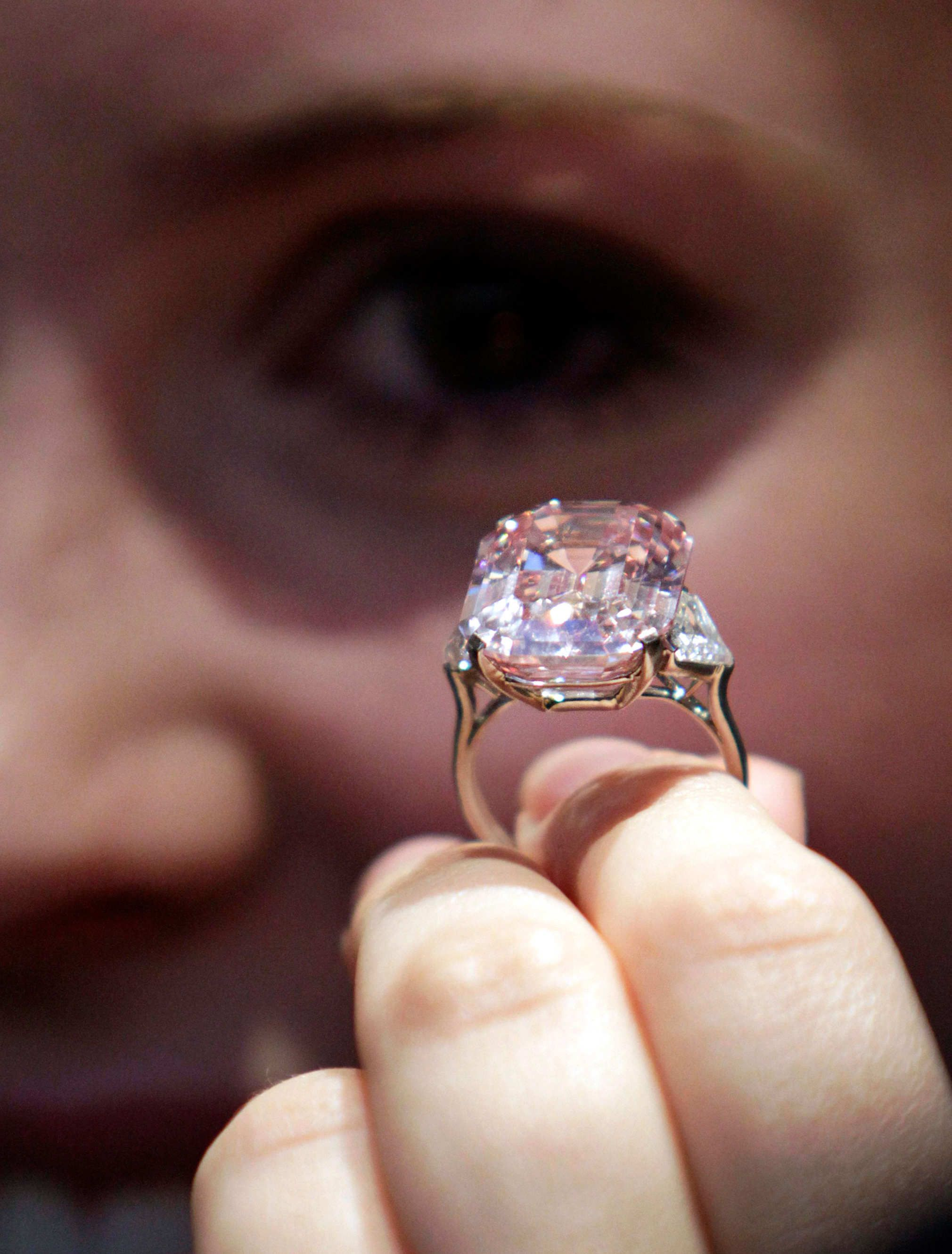 for chow hk tai acquires diamond oppenheimer carat pink mln fook