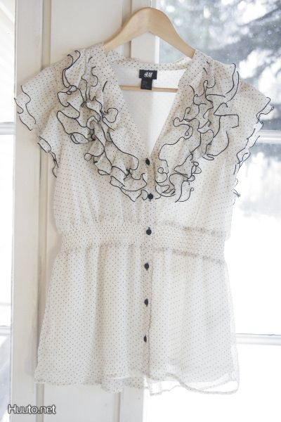 Läikuultava röyhelöinen tunika / Transparent tunic with ruffles