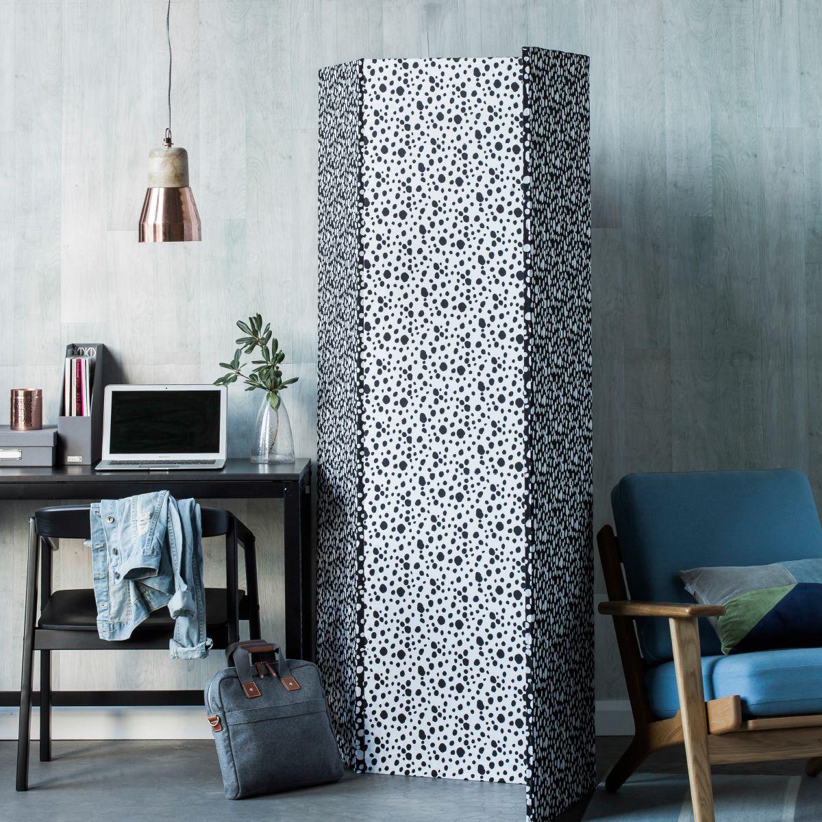 Fabriccovered room divider diy homesplusmag easy diy projects