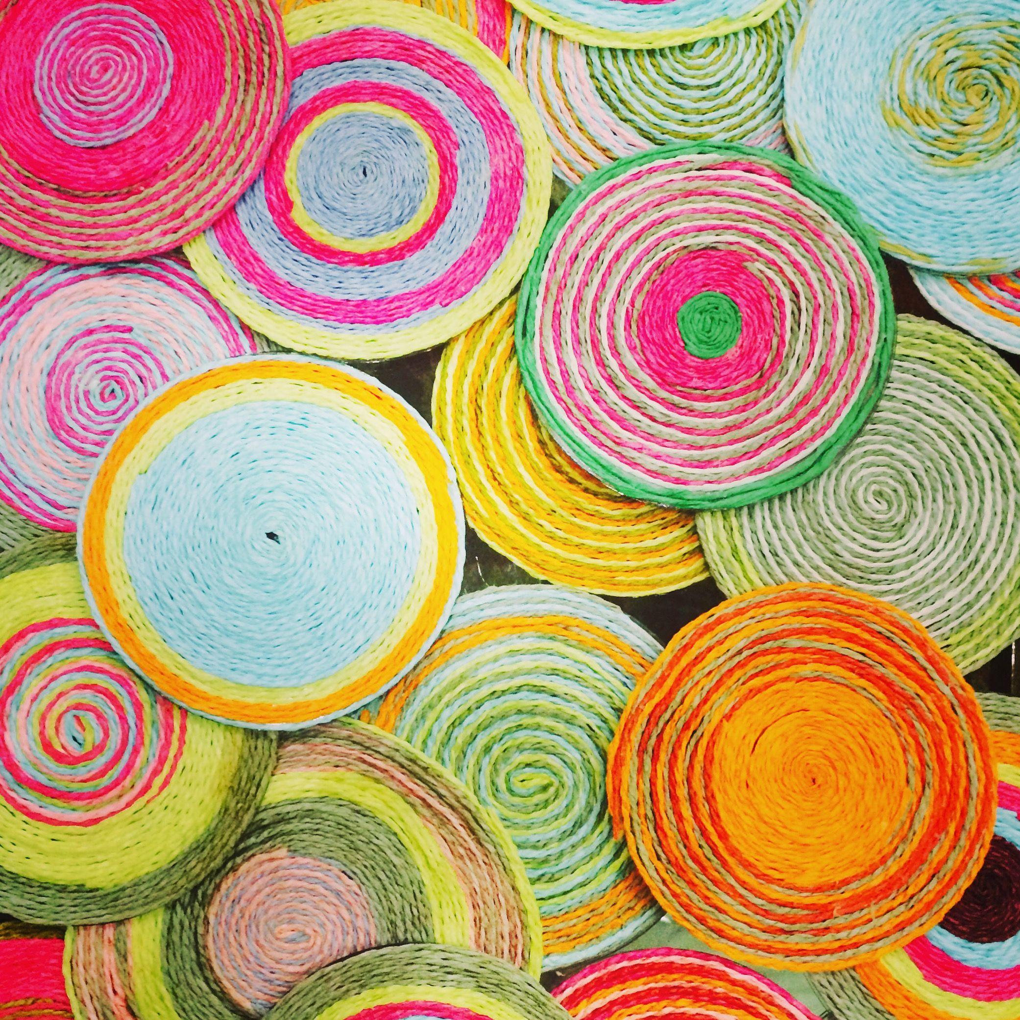 عمل فني للاطفال والكبار من خامات البيئه المعاد تصنيعها حبال الورق الملونه والاسطوانات المستخدمه Colorful Collage Artwork Fo Paper Collage Handmade Collage