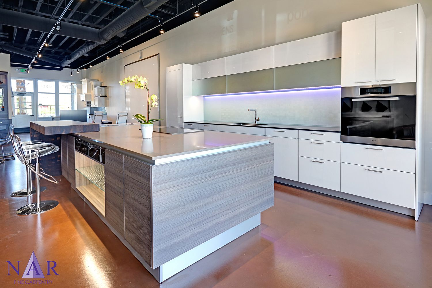 kitchen showrooms sacramento counter stools with backs poggenpohl high gloss white lacquer mirror glass