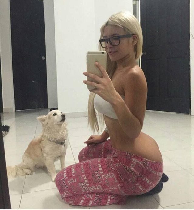 Chubby Girl Naked Selfie