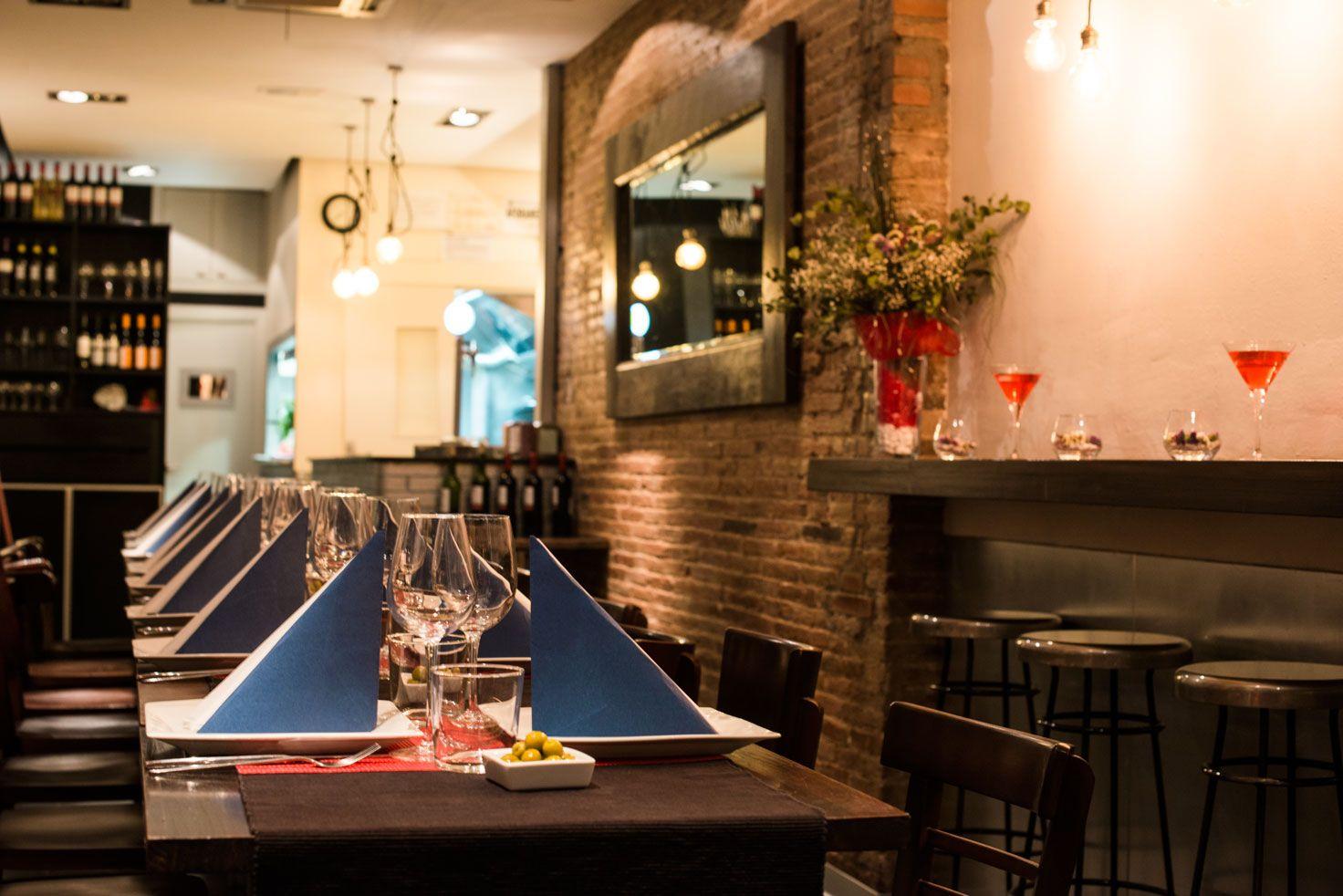 Hacemos reservas y menús para grupos mas grandes. Adaptamos nuestro espacio para su máxima comodidad.