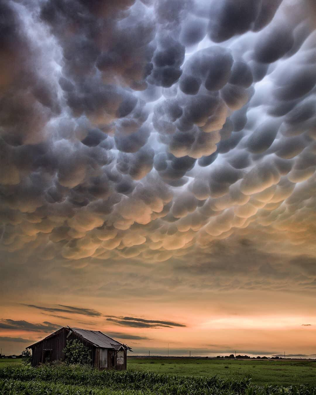 Mammatus Clouds In Texas