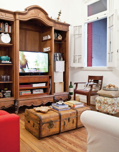 Ropero antiguo restaurado para living se le sacaron las for Muebles antiguos reciclados