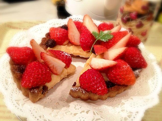 カスタードにグランマニエを大量投入したので大人味(^◇^) - 147件のもぐもぐ - Strawberry tarte★Cut Version by ***