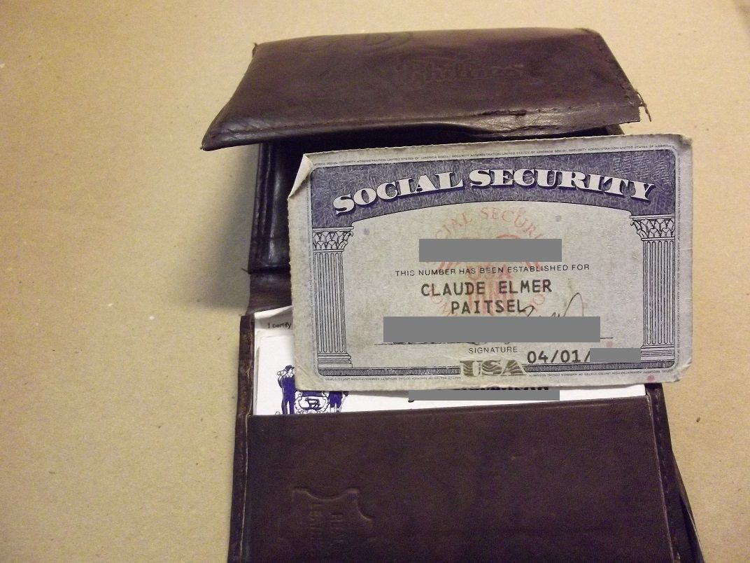 Wallet With Social Security Card Claude Paitsel 50 15 12972 Social Security Card Unclaimed Property Lost Found