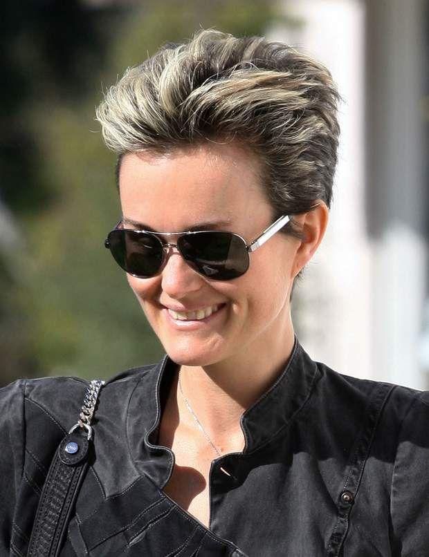 Laeticia Hallyday : ses 10 looks coiffures décryptés en 2020   Coiffure, Coiffures courtes ...