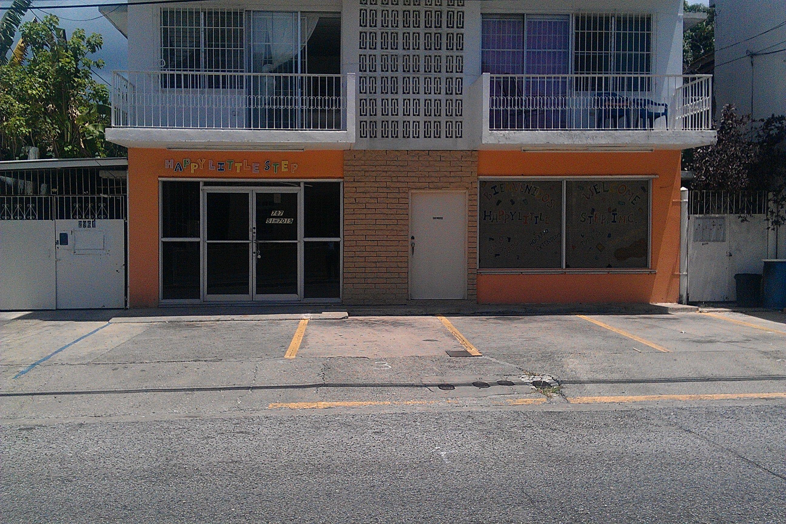 Ponce / Calle Roosevelt: Alquiler. Espacioso local 2,000 p/c. Dividido para oficinas, baños, aires, estacionamientos, etc. $9.00 p/c.