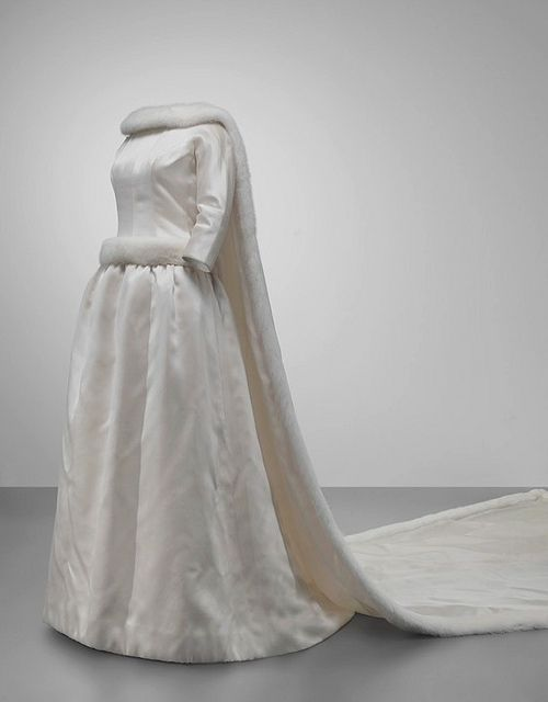 Wedding dress worn by Queen Fabiola of Belgium, 1960 | Belgien ...