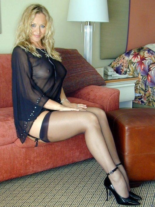 Mature leg wet pantyhose