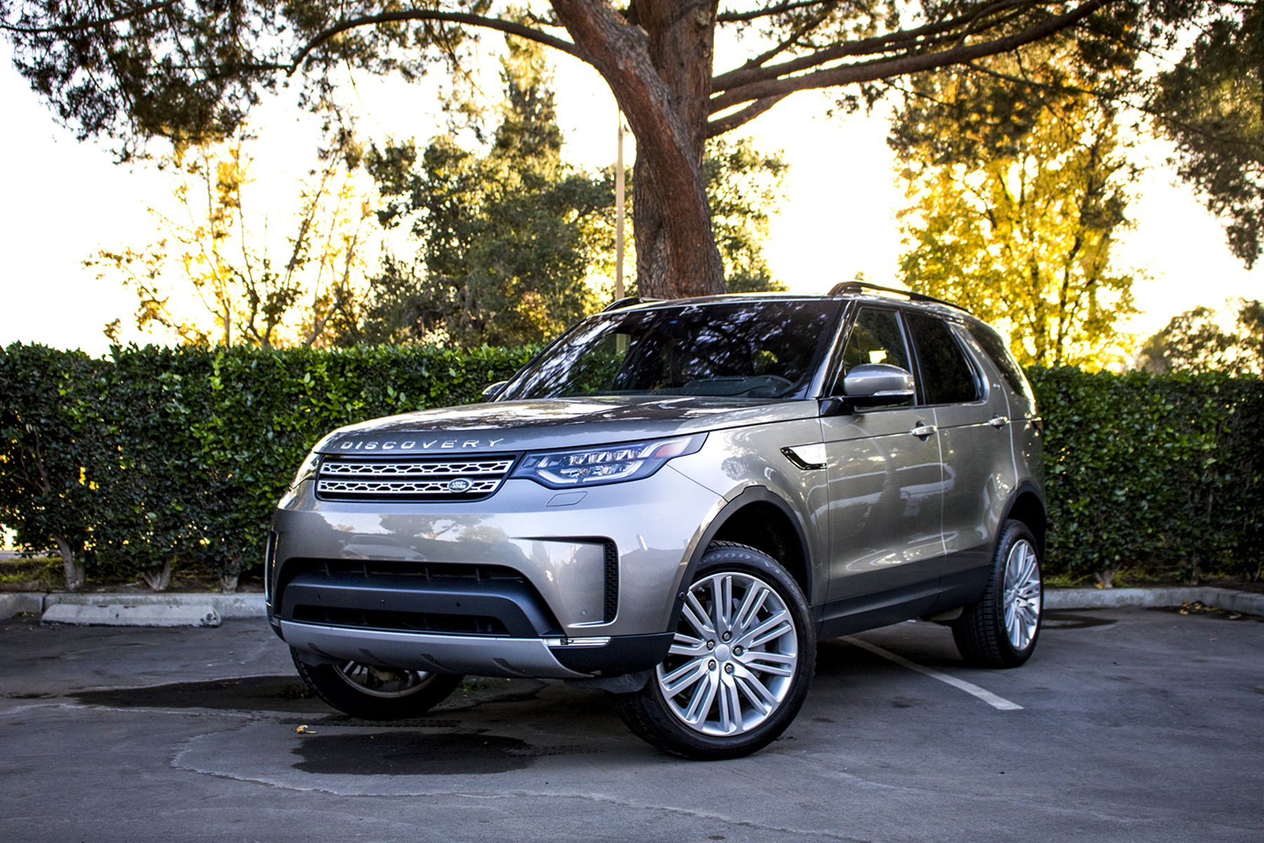 2018 Land Rover Discovery Hse Luxury Review Disco Never Dies At Least In The Suv World Land Rover Discovery Hse Land Rover Discovery Land Rover