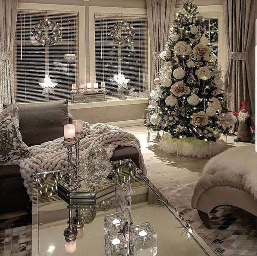 31 Stunning Luxury Christmas Home Decoration Ideas In 2020 White Christmas Decor White Christmas Trees Christmas Home