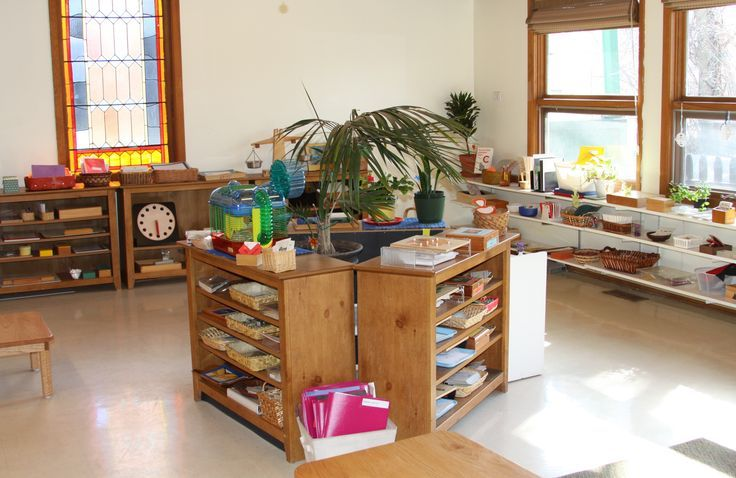 Montessori Classroom - Love how the shelves make three different areas in the middle of the classroom