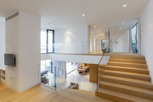 Renovation split level barn house inside contemporary for Inside designers homes
