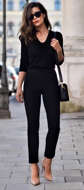 Parisian style. Fall fashion. Fall street style. Parisian chic. Paris street style. Fall fashion 2017 How to be Parisian French women style all black everything + nude heels #parisianstyle