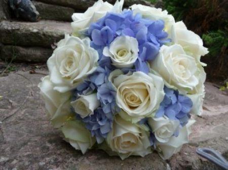 Matrimonio Azzurro Ortensia : Bouquet sposa bianco e azzurro bouquets bouquet matrimonio