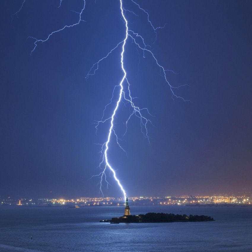 20 Stunning Photos In That Are Hard to Believe, http://itcolossal.com/photos-hard-believe/