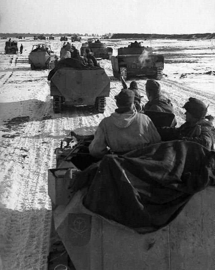 Armoured vehicles of 4. Panzer-Division including Pzkpfw IV & SPW; East