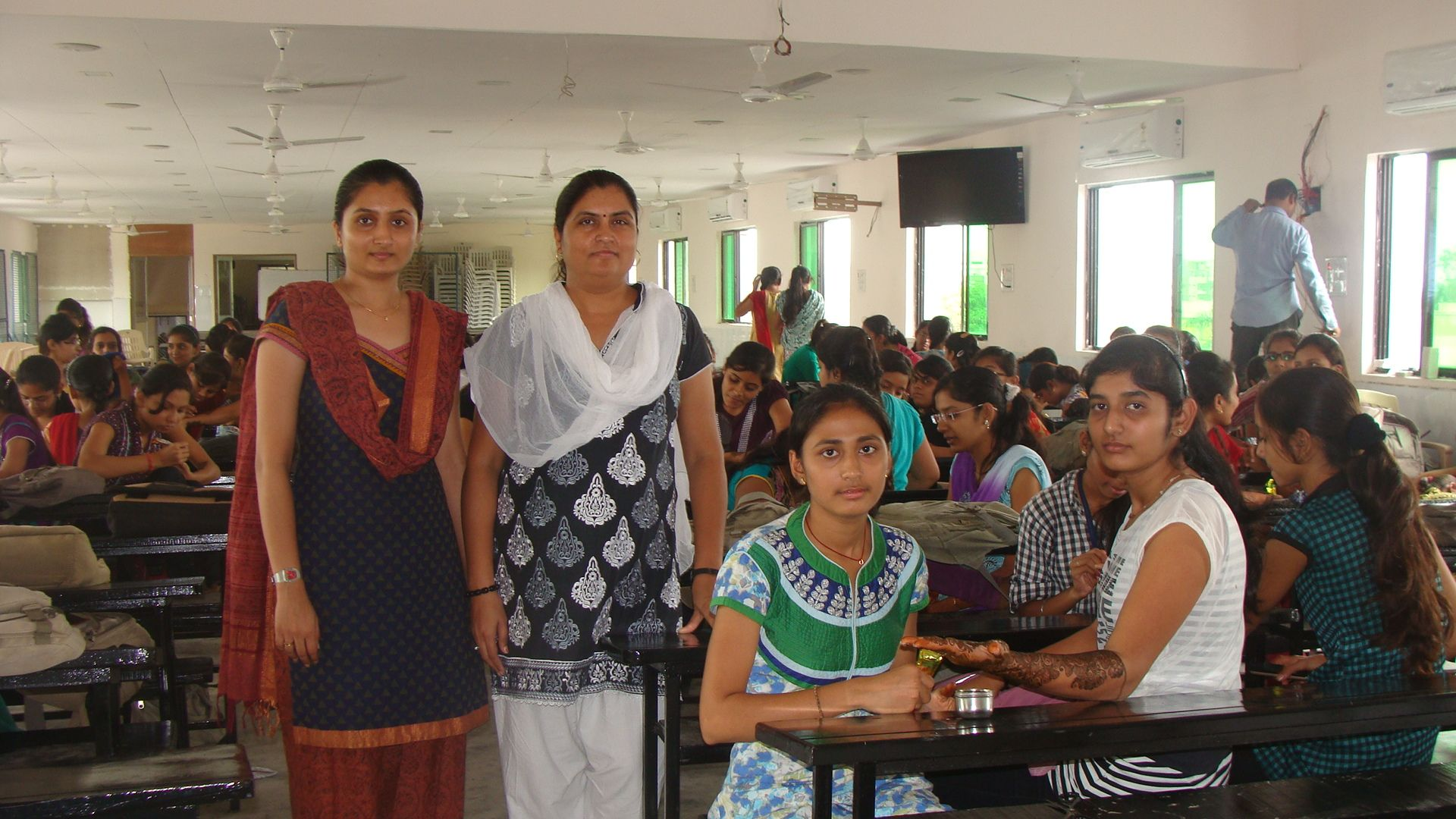 Inter Class Mehndi Competition. 22-07-2013