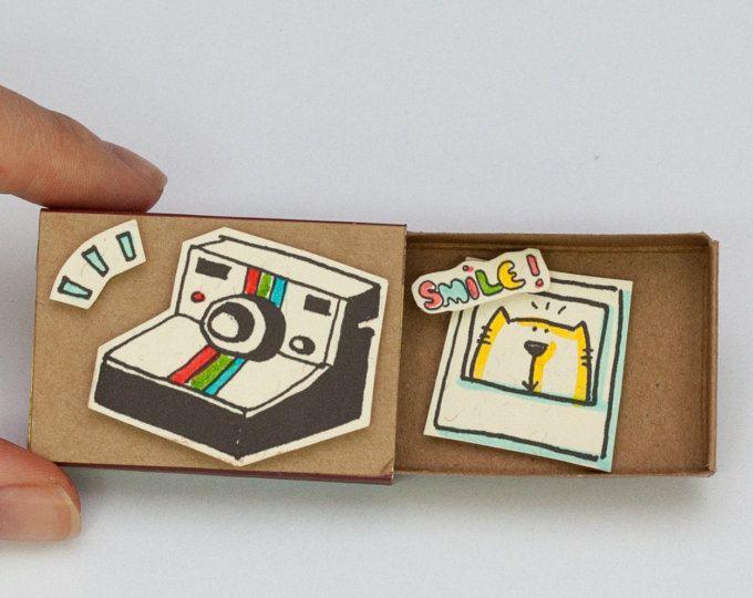 Süße Freundschaftskarte Matchbox / Geschenk-Box / Kamera gelbe Katze Lächeln / OT051